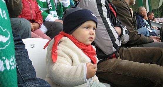 - Z moim synem byłem już parokrotnie na meczu, ale żałuję, że nie możemy iść razem z dziadkiem - pisze pan Michał.