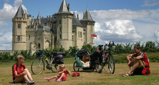Zabawy a w tle Château de Saumur