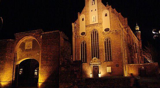 W marcu 1945 roku w kościele św. Józefa doszło do tragedii - spłonęło w nim ponad sto osób. Wciąż jednak nie znamy dokładnej daty tego wydarzenia.