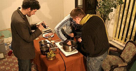 Ekipa filmowa podczas kręcenia jednego z odcinków, tym razem kulinarnego.