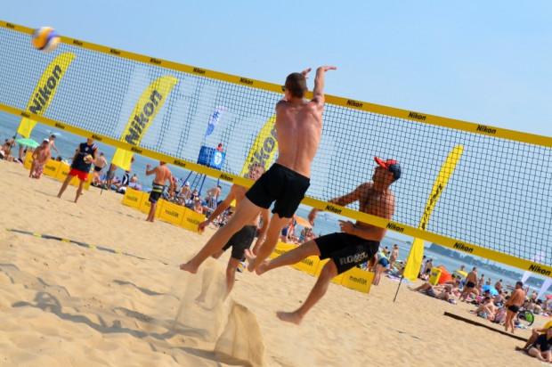 Plażowa siatkówka to nie jedyna dyscyplina sportu, którą mieszkańcy Trójmiasta chętnie uprawiają nad samym morzem. W ten weekend czekają nas atrakcje dla fanów biegania, triathlonu czy zumby.