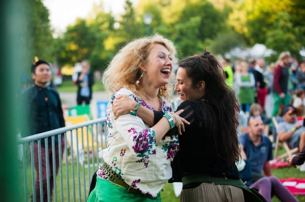 Tańce na Globaltice to już tradycja. Etniczne dźwięki co roku wprawiają w pozytywny nastrój festiwalową publiczność.