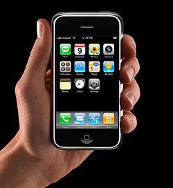 IPhone - zwykły telefon, który specjaliści od marketingu wykreowali na tak pożądane dobro, że ludzie na całym świecie stali w kilkudziesięciogodzinnych kolejkach, by go zdobyć.