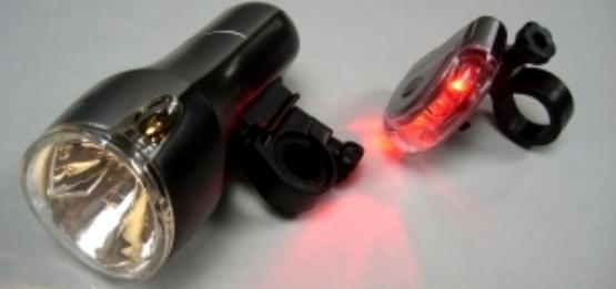 Przykładowy komplet lampek rowerowych (przednia i tylna).