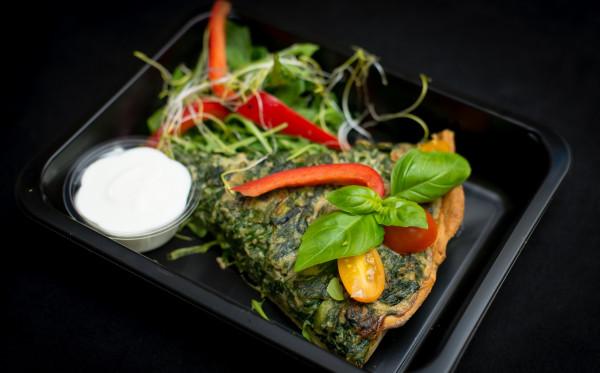 Przykładowy posiłek z firmy Dieta Do Domu - omlet z warzywami.
