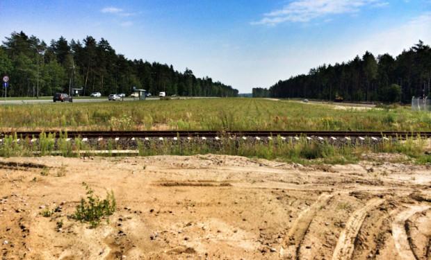 Teren między trasą Pomorskiej Kolei Metropolitalnej a ul. Słowackiego liczy ok. 2 hektarów.