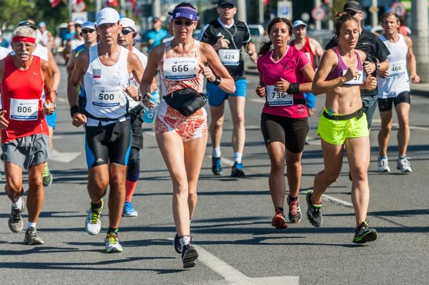"""Już przed startem podkreślano, że wszyscy, którzy zdecydowali się pobiec 15 sierpnia są zwycięzcami. Nie po raz pierwszy w Maratonie """"Solidarności"""" uczestnikom przyszło rywalizować w upale."""