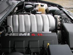 Potwór pod maską, czyli słynny HEMI. Najmocniejszy z silników jakie kiedykolwiek oferował Chrysler.