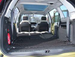Po złożeniu wszystkich siedzeń do dyspozycji mamy ponad 1 700 litrów przestrzeni bagażowej