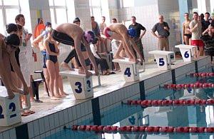 Blisko stu młodych pływaków rywalizowało przy ul. Chałubińskiego w Gdańsku.
