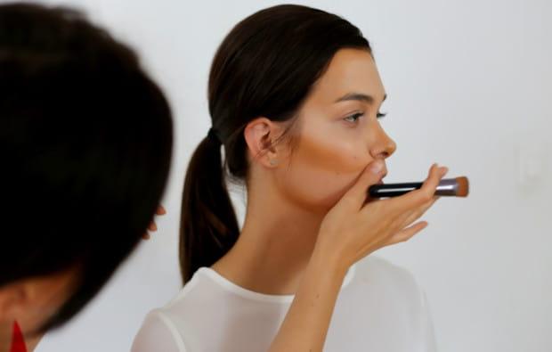 Konturowanie bardzo ładnie modeluje twarz, podkreśla rysy i ukrywa mankamenty.