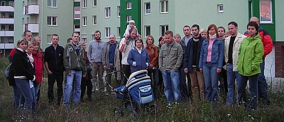 Mieszkańcy bloku przy ul. Nieborowskiej 34 od kilku miesięcy nie wierzą już w zapewnienia dewelopera, że sprawa ich domu zostanie szybko rozstrzygnięta.
