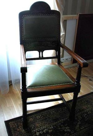 Fotel będący na wyposażeniu przedwojennej gdańskiej loży masońskiej.