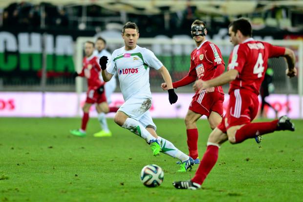 W grudniu ubiegłego roku to właśnie po wygranej nad Piastem w Gdańsku 3:1 (zdjęcie z tego meczu) Lechia przerwała serię sześciu gier w ekstraklasie. Ariel Borysiuk (zdjęcie z tamtego meczu) uważa, że w sobotę może być podobnie.