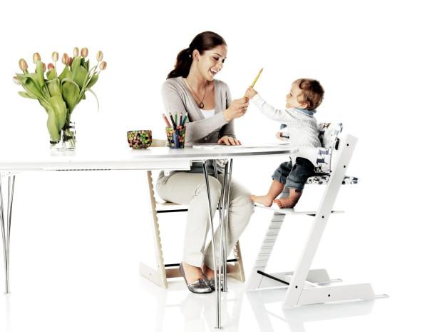 Krzesła z regulowanym siedziskiem i podnóżkiem służą dzieciom od pół roku do nawet kilkunastu lat.