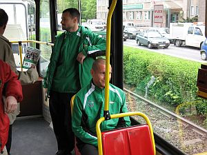 Nie pozostaje nic innego, jak na trening przyjeżdżać tramwajem