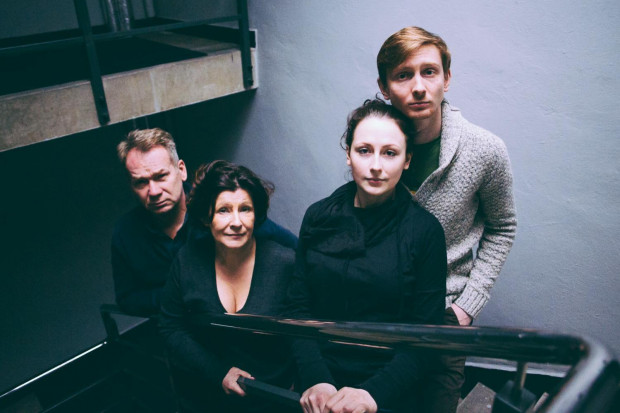 """W spektaklu """"Kto się boi Virginii Woolf?"""" wystąpi czwórka uznanych i docenianych aktorów Teatru Wybrzeże, z dwójką gwiazd tego teatru - Mirosławem Baką i Dorotą Kolak."""