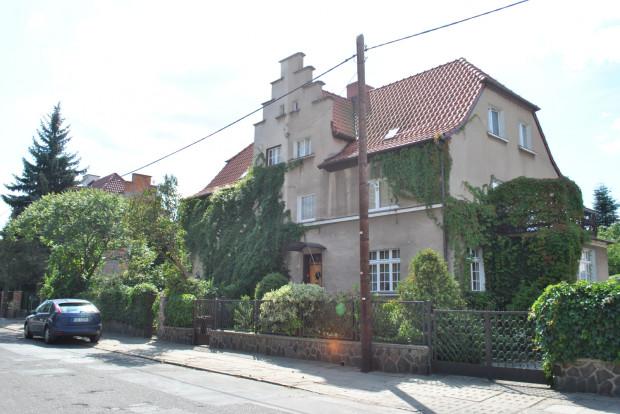 """Jeden z domów (""""bliźniaków"""") dawnego Schuposiedlung, przy ul. Ludwika Zamenhofa."""