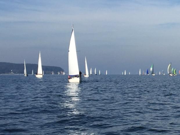 Z opóźnieniem, ale żeglarzom udało się wystartować do rywalizacji o 64. Błękitną Wstęgę Zatoki Gdańskiej.