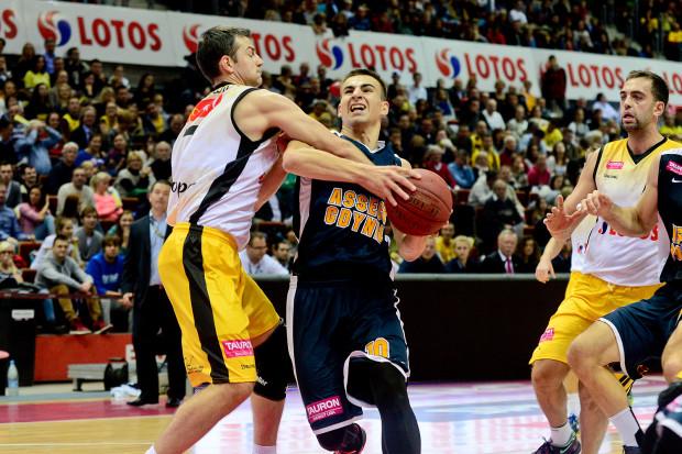 Przemysław Żołnierwicz ma być w nowym sezonie pierwszopiątkowym koszykarzem w Asseco. Natomiast Marcin Dutkiewicz chce wreszcie rozegrać pełen sezon, co nie udało się my od dwóch lat.