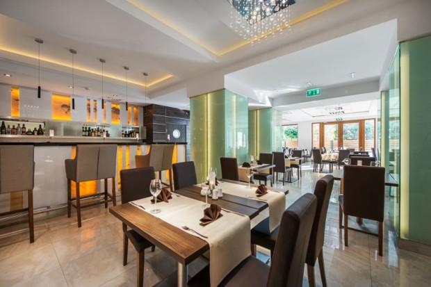 Restauracja Różana w Hotelu Różany Gaj na Kamiennej Górze w Gdyni.