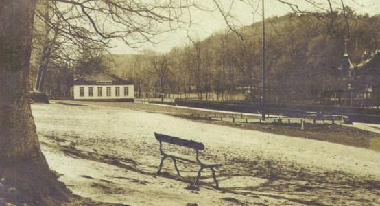 Plac festynowy parku miejskiego w Jaśkowej Dolinie z okresu międzywojennego.