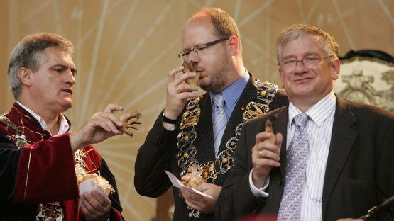 Międzynarodowe Targi Gdańskie są m.in. organizatorem Jarmarku Dominikańskiego. Jednak w tym roku Andrzej Spiker (pierwszy z prawej) już nie otworzy tej imprezy.