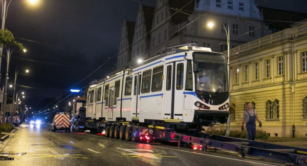 Rozładunek tramwaju na Nowych Ogrodach.
