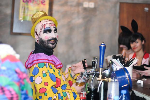 W Halloween większość klubów przebranych gości wpuszcza za darmo.