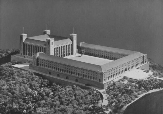Model głównego budynku Szkoły Wojennej Niemieckich Wojsk Lądowych z 1940 r. Obiekt miał stanąć na wzgórzu, na granicy Strzyży i Oliwy. Ze zbiorów BG PAN.