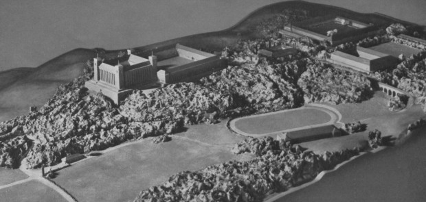 Widok na cały kompleks niedoszłej Szkoły Wojennej Wojsk Lądowych. Ze zbiorów BG PAN.