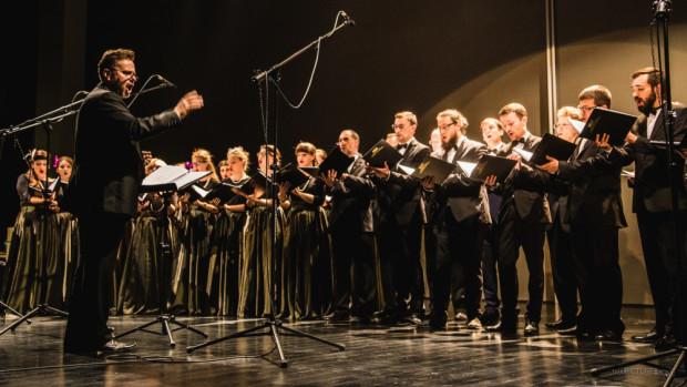 Missa Gratiatoria została skomponowana przez Leszka Możdżera w 2006 roku dla uczczenia 35. rocznicy istnienia Akademickiego Chóru Uniwersytetu Gdańskiego. Partię solową zaśpiewa dyrygent Marcin Tomczak. Koncerty odbędą się 7 i 8 listopada o godz 18 w Centrum św. Jana.