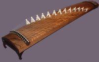 Koto - japoński instrument ludowy, na który zaaranżowano niektóre utwory Mozarta.