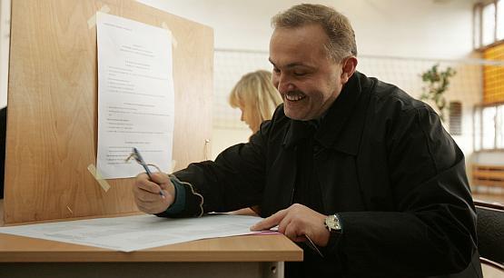 """Trudno wyobrazić sobie, by ktokolwiek mógł zagrozić Wojciechowi Szczurkowi w wyścigu o fotel prezydenta Gdyni. Niewykluczone jednak, że niektórym uda się go rozbawić. Może występem w """"Tańcu z gwiazdami""""?"""