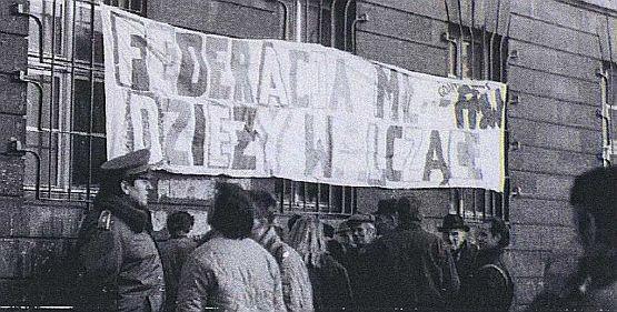 Młodzi ludzie okupowali KW PZPR w Gdańsku tylko przez kilka godzin, ale dzięki ich akcji przetrwało wiele kilometrów partyjnych archiwów w całym kraju.