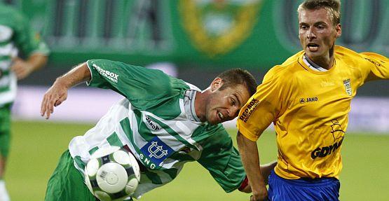 Chociaż strzelił dwie bramki w derbach, Karol Piątek- kapitan Lechii Gdańsk, nie chce być nazywany bohaterem.