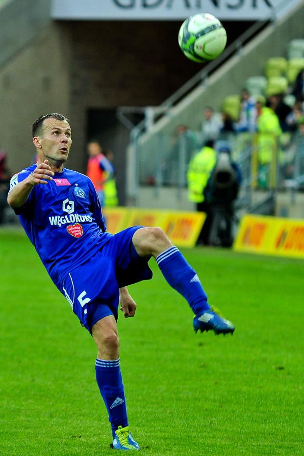 Jesienią 2010 roku w Gdańsku uznano, że Marek Zieńczuk jest za słaby na Lechię. Pomocnik wkrótce zagrał mecz numer 400 w ekstraklasie, a w sobotę zdobył gola i zaliczył asystę.