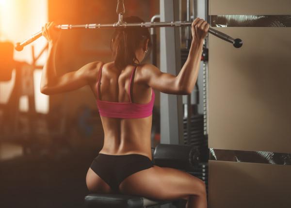 Kameralny klimat, oszczędność czasu i pieniędzy. Tylko jak się zmotywować do ćwiczeń we własnej, domowej siłowni?