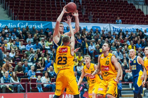 Seria Trefla zaczęła się od fatalnego startu sezonu i porażki w Ergo Arenie z Asseco Gdynia. Od tego momentu sopoccy koszykarzy tylko przyglądają się, jak rywale cieszą się z wygranych.