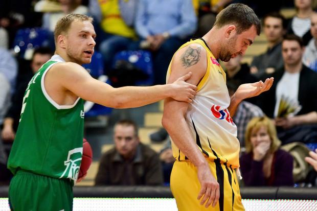 W sobotę, na boisku Hali 100-lecia spotkają się byli koledzy z Trefla: rozgrywający Stelmetu Zielona Góra Łukasz Koszarek (z lewej) i skrzydłowy żółto-czarnych Marcin Stefański.