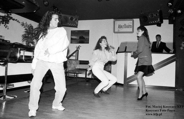 Dyskoteka w klubie Sawa w Gdańsku przy ul. Kołobrzeskiej, 1993 rok.