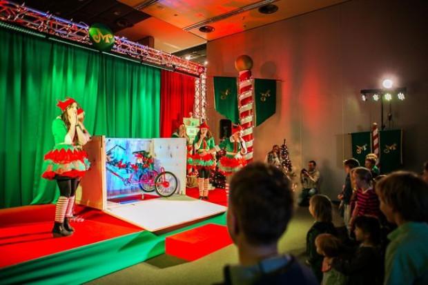 Wielka Fabryka Elfów to wydarzenie, które na długo zapisze się w pamięci dzieci. A zwieńczy je spotkanie ze Świętym Mikołajem. Zdjęcie z ubiegłorocznej edycji wydarzenia.