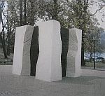 Tak według projektu prezentuje się pomnik Pomorzan poległych poległych w latach 1939-1945. Pośrodku każdej wnęki znajdzie się inskrypcja w czterech językach.