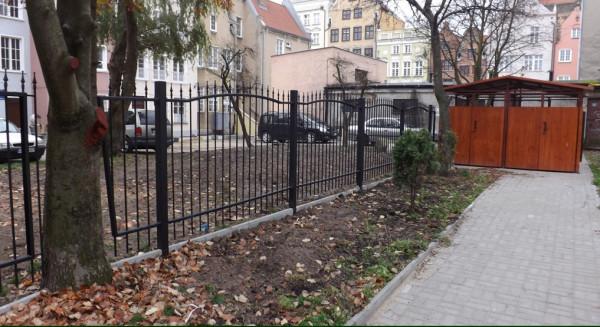 Podział wewnętrzny jednego z podwórzy na Głównym Mieście (rejon Tobiasza i Targu Rybnego) w ramach Wspólnego Podwórka.