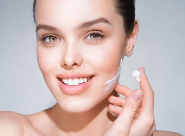 Zima to czas, kiedy szczególnie powinniśmy dbać o skórę. Jakich kosmetyków używać i jakie zwyczaje ograniczać o tej porze roku? Zapytaliśmy o to kosmetologów i dermatologów z Trójmiasta.