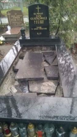Zniszczony grób ks. Jana Gustkowicza na cmentarzu w Nowym Porcie.