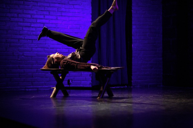 """Świetnie prezentuje się także Joanna Czajkowska, swobodnie łącząca humor i taniec w solo """"z butami""""."""