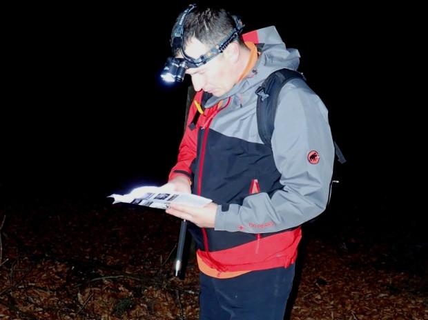 Drużyna GR3miasto na trasie pieszej Nocnego Marszu na Orientację pt. Darżlub 2015