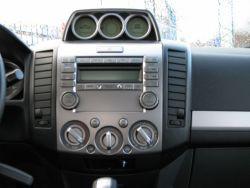 Stonowane i nienachalne wnętrze Forda