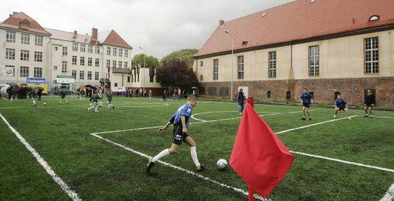 Boisko ze sztuczną murawą przy Gimnazjum nr 23 w Oliwie uroczyście otwarto w maju ubiegłego roku.